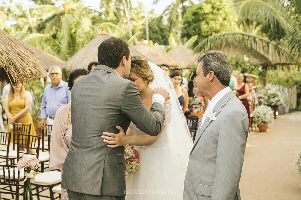 meu-dia-d-casamento-na-praia-decoracao-rosa-praiana-cerimonia-pe-na-areia-de-frente-pro-mar-a-ceu-aberto-47